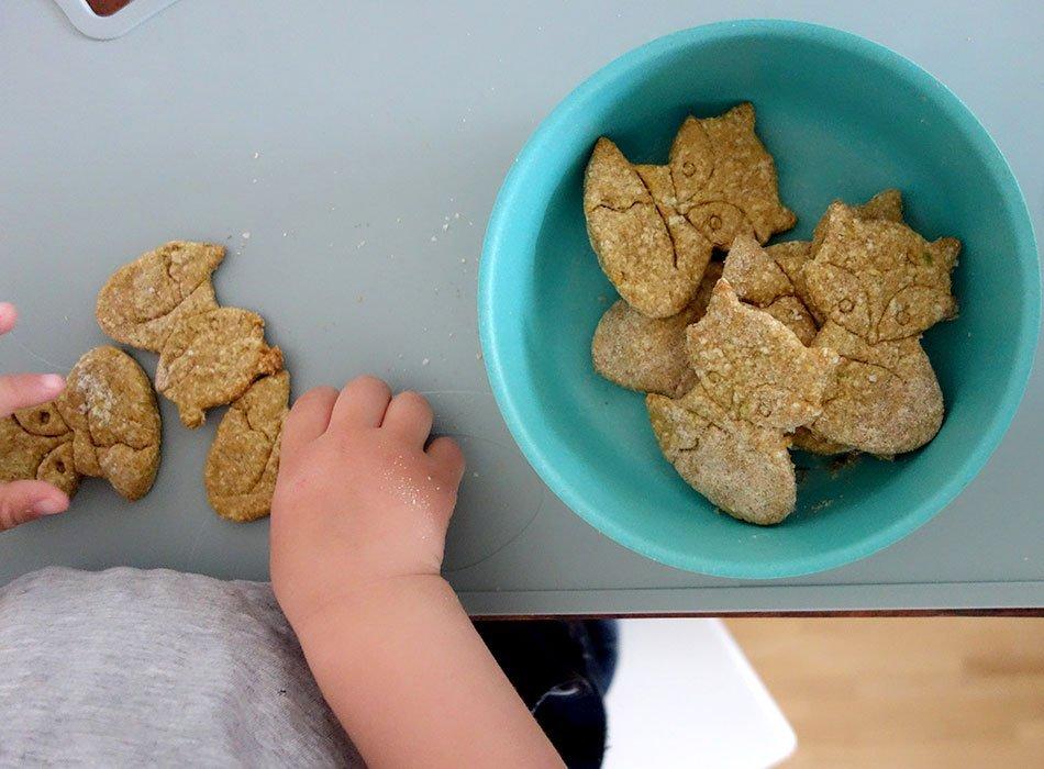 Baby led weaning, backen, rezept, babys, kekse, zuckerfrei, gesund, avocado, snack, vollkorn